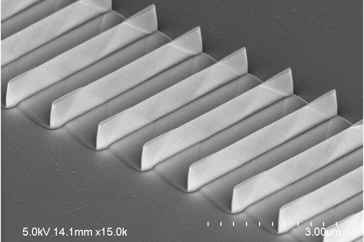 An array of fin transistors made by the MacEtch method. The fins are tall and thin, with a higher aspect ratio and smoother sides than other methods can produce. Source: Yi Song/University of Illinois
