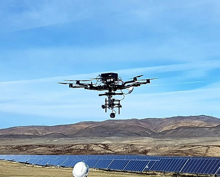 At the recent 2017 CES trade show, Intel attached the Orah 4i to a drone in order to give a virtual reality look at a solar site inspection. Source: Intel