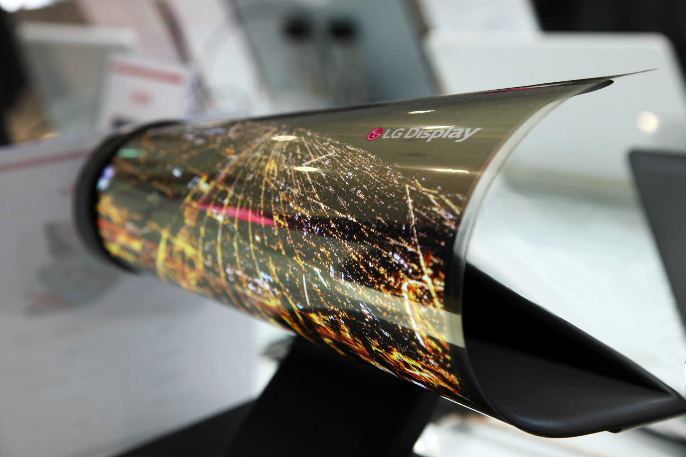 The LG 18-inch rollable display can be rolled like a newspaper. (Source: LG Display)