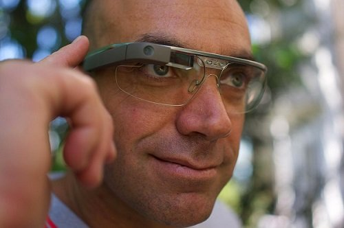 A Google Glass user. Source: Rijans007/CC BY 2.0