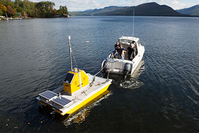 Deploying a vertical profiler on Lake George, NY. (Source: Rensselaer Polytechnic Institute)