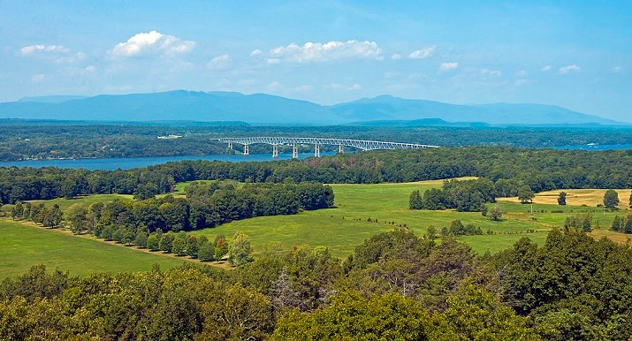 Not far from me, a long view of the Catskills as seen from a fire tower. Image credit: Daniel Case/Wikimedia Commons.