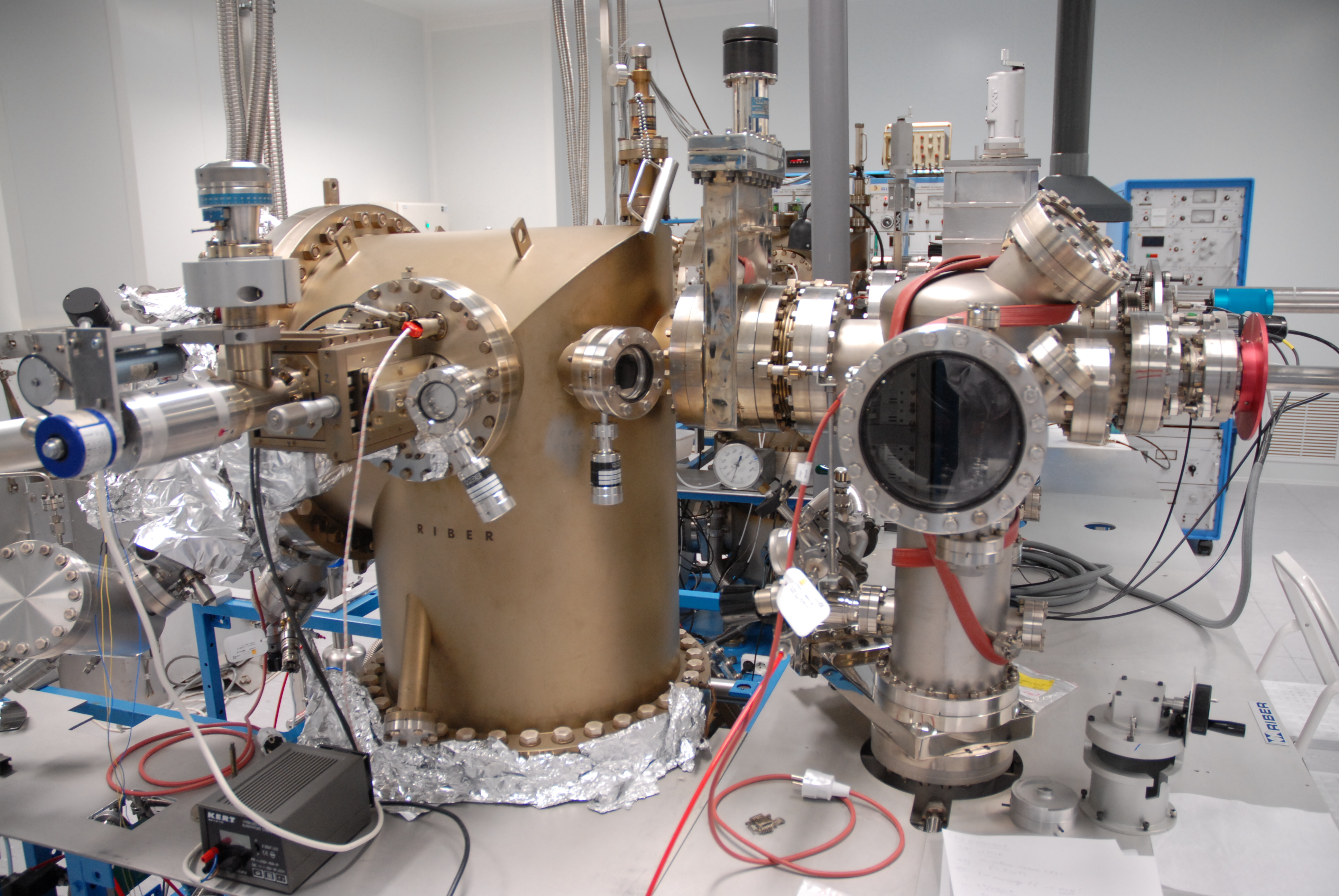 Molecular beam epitaxy system at LAAS. Image credit: Guillaume Paumier
