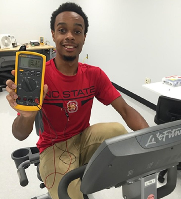 Study co-lead Haywood Hunter shows off the TEG-embedded T-shirt at work. (Image Credit: NC State)