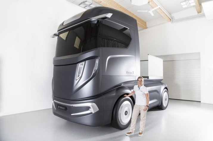 The VisionX super truck is a 40-ton smart device that can platoon with similar trucks, allowing drivers to travel hands-free and let the computer do the work. Source: Bosch