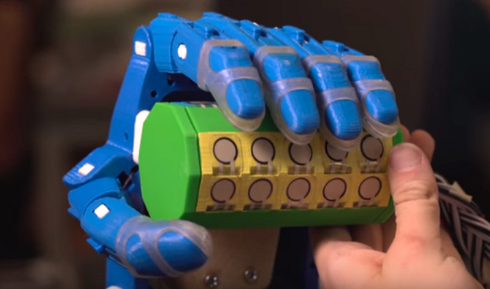 Testing device developed by Rice engineering students. (Image via Rice University/YouTube)