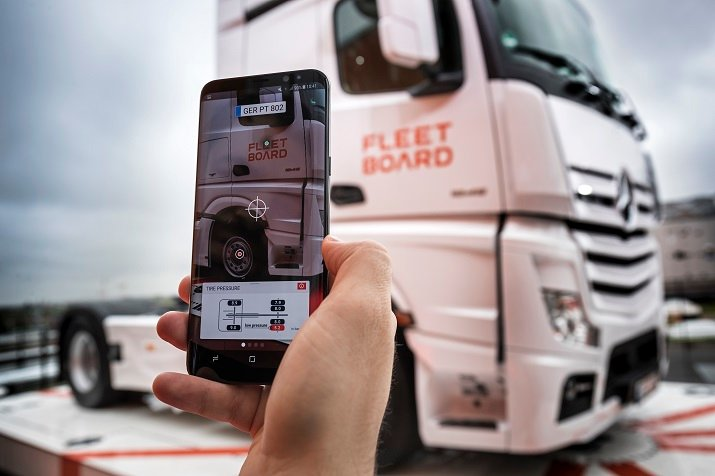 FleetBoard's Vehicle Lens app pilot project tracks a truck's number plate and superimposes the information in augmented reality. Source: FleetBoard