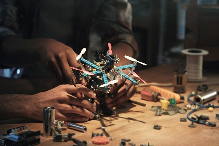Using LEGOs provided in Flybrix kits or your own LEGOs, you can build drones that can be rebuilt over and over again, even after crashing. Source: Flybrix