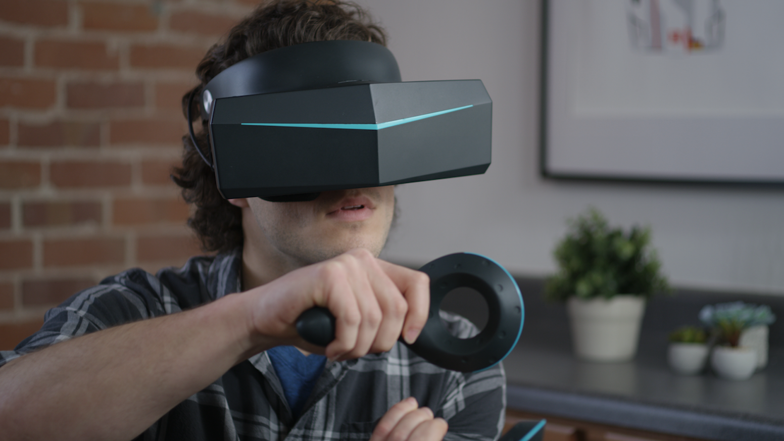 The Pimax 8K VR headset, that is slated to be released in 2018, is sleeker than the average VR headset. Source: Kickstarter/Pimax