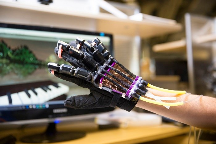The soft robotics glove uses tactical feedback by deflating and inflating when a user interacts in a virtual environment. (Source: UC San Diego)