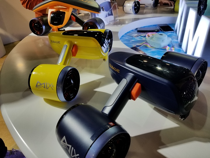 The Whiteshark Mix is the first underwater scooter drone with double propellers.
