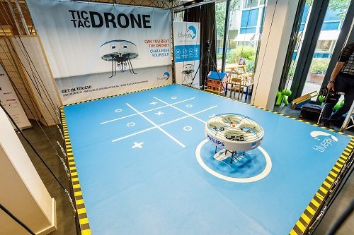 Gesture recognition allows kids to play a life-sized game with the drone. (Source: Philips Lighting)